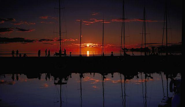 Sunset optical illusion image